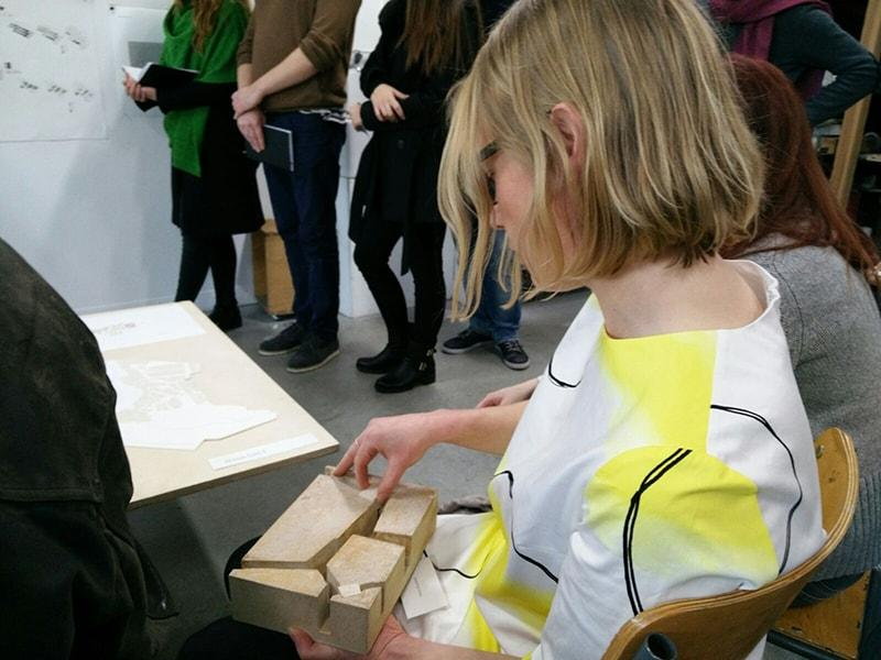 Teho-Opiston opettaja Noora Kassinen vieraili IUniversity of East London -yliopiston arkkitehtuuritapahtuma Open Juryssa kriitikkona