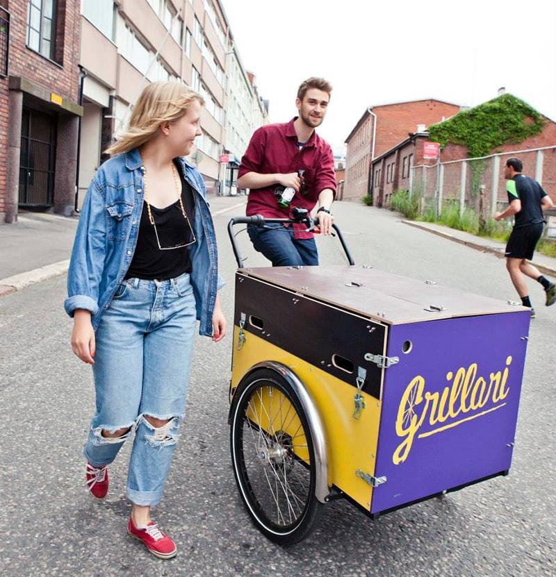 Muotoilija, nykytaiteen opiskelija Sanna Ritvanen toteutti liikeideansa ruokapyörä Grillarin avulla