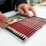 Lyijykyniä myydään sekä yksittäin että erikokoisissa seteissä. Kuvassa Cretacolor-lyijykynäsetti, jonka laatu täyttää vaativammankin piirtäjän vaatimukset.