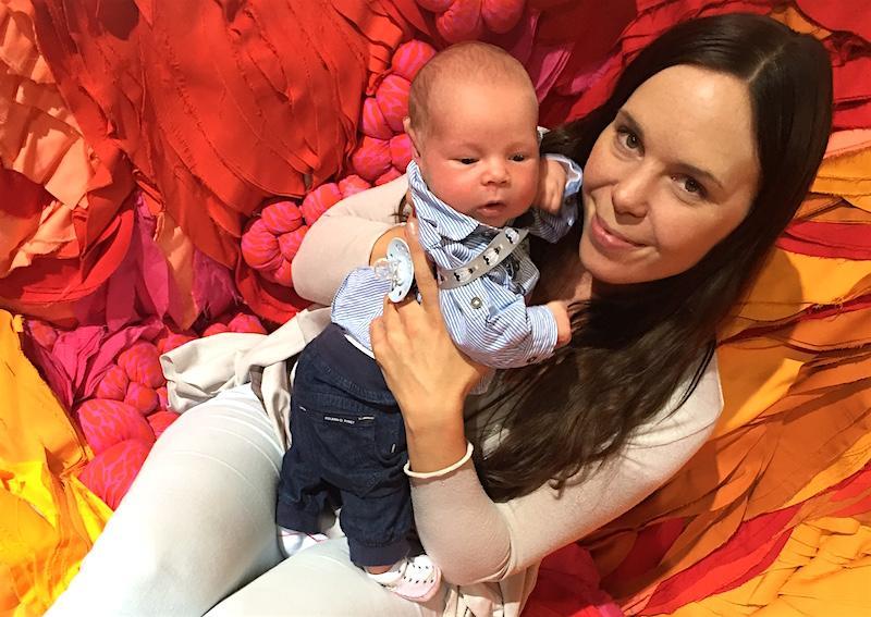 Pieni vauva nauttii olostaan Sylissä, Habitare 2016, Helsingin Messukeskus